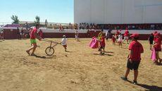 Salamanca. Los niños torean a los carretones
