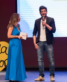 Cristina Camell junto al cantante Diego Martín