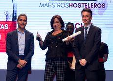 Isidora Beotas, del restaurante El Almacén recogiendo el Premio 'Mejor Chef'