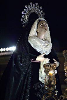La Virgen de las lagrimas, procesionando por las calles de Salamanca.