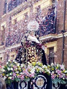 Petalada a La Piedad. Procesión Cristo Desenclavo. León.