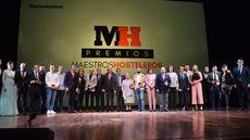 Foto de familia de los premiados y autoridades.