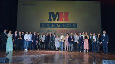 Foto de familia de los ganadores y autoridades