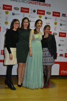 Chus Pedroso e Iria Gómez, del Departamento de Comunicación de RTVCyL, Blanca Fraile, presentadora de la gala y del programa Duelo de fogones, y Ana Lobato, Directora de Comunicación de RTVCyL.