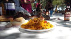 Rica paella en las fiestas de Brahojos de Medina