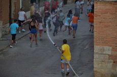 Desde Villavendimio (Zamora) ¡¡Pues parece que viene el toro!!!!!!  A  correr.  Fiestas  2016  - Villavendimio (Zamora).
