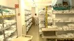 Cientos de personas trabajan como costureras, lavanderas o tapiceros en los hospitales de la comunidad