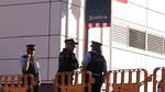 Abatido un hombre armado que ha intentado asaltar una comisaría de los Mossos en Cornellá (Barcelona)