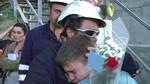 Los cuatro mineros encerrados en el pozo Aurelio abandonan su protesta 'como h�roes' y con el respaldo de decenas de vecinos y compa�eros