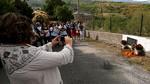 Una placa recuerda a 'los tres de Lombillo' en la carretera leonesa de Villar de los Barrios