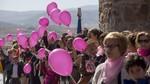 Más de 4.000 personas abrazan la muralla de Ávila contra el cáncer de mama