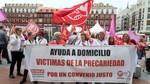 Centenares de auxiliares de ayuda a domicilio claman por un trabajo digno ante las sedes de consistorios y diputaciones