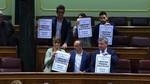 Pastor abronca a Podemos, ERC y el PDeCAT por exhibir carteles pidiendo la libertad de Jordi Sànchez y Jordi Cuixart