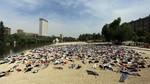 Valladolid escenifica el drama de los refugiados con una performance para denunciar los 5.000 ahogados en el Mediterráneo el año pasado