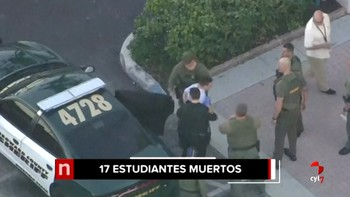 Mueren 17 personas en el tiroteo en un instituto de Florida