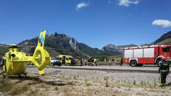 Dos heridos tras salirse de la vía el turismo en el que viajaban en la AP-66 en Sena de Luna, León