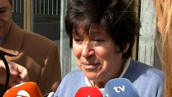 La mujer de 64 años que dio a luz mellizos hace un mes en Burgos pide que se cumpla la sentencia y regrese de Canadá su primogénita