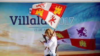 El ambiente festivo se impone a la reivindicación en Villalar