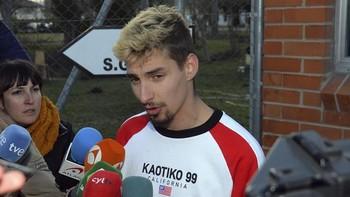 Carlos Cuadrado 'Lucho', el tercero de los exjugadores de la Arandina, abandona la cárcel de Burgos y reconoce que 'ha sido un infierno'