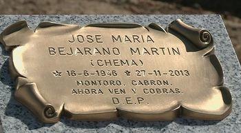Un epitafio en una tumba de San Pedro de Latarce, Valladolid, cri...