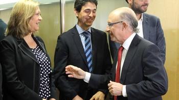 Del Olmo ve 'poco serio' que Montoro amplíe el déficit 0,1% y dice que no quiere 'endeudarse más'