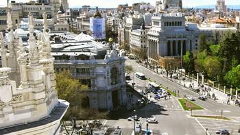 El Banco de España mantiene en el 2,7% el crecimiento de este año y eleva al 2,4% el de 2019