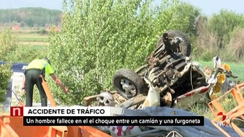 Un fallecido al arrollar un camión cisterna a dos operarios en Villadangos del Páramo, León