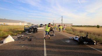 Cuatro muertos en una colisi�n entre un turismo y una moto en Cigales, Valladolid
