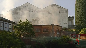 Afectado por inhalación de humo un hombre de 56 años en el incendio de una casa en ruina en Ponferrada