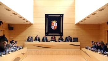 Los consejeros de Economía y de Sanidad comparecerán en las Cortes antes del día 31