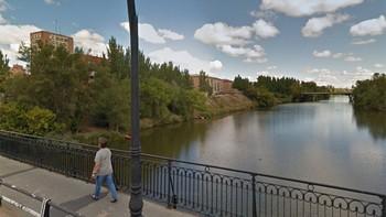 Un joven se lanza al río Pisuerga en Valladolid tras una discusión con su pareja y logra salir por sus propios medios