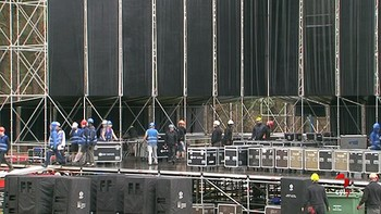 Los operarios se afanan en el montaje del escenario 'Músicos en la Naturaleza'