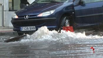 Una fuerte tromba de agua colapsa numerosos puntos de la capital abulense