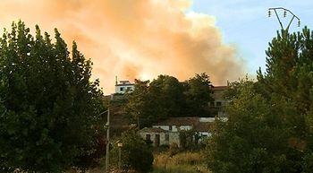 Unas 80 personas trabajan para apagar un incendio de nivel 1 en Mecerreyes, en Burgos