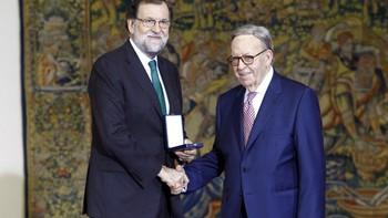 Mariano Rajoy entrega la Medalla al Mérito en el Trabajo a Alberto Cándido López Duque, 'Cándido'