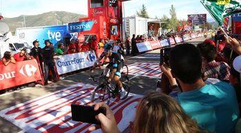Emocionante final de etapa de la Vuelta Ciclista a España en Riaza, Segovia