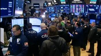El Ibex cae un 3,31% en la apertura hasta los 9.700 puntos tras el batacazo de Wall Street y Asia