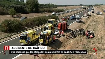 Cinco heridos al colisionar dos turismos y volcar ambos en la A-62, en Tordesillas, Valladolid