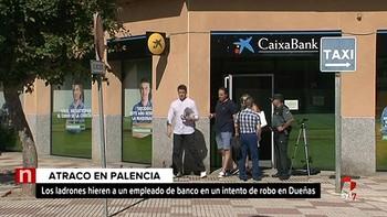 Atraca un banco en Dueñas y hiere con una navaja a un directivo de la oficina