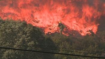 Desalojan tambi�n Fresnedelo y Argayo del Sil por el incendio de San Pedro de Paradela