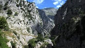 Muere despeñado un senderista cuando participaba en la ruta del Cares en Caín (León)
