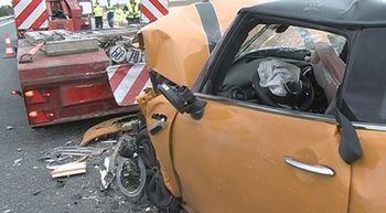 Una fallecida y una herida en la colisi�n entre tres camiones y dos turismos en la A-6