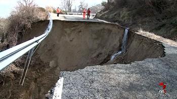 Cortada la carretera AV-901 en Mijares, Ávila, por hundimiento del firme a causa de las últimas lluvias