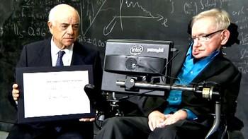 Stephen Hawking recibe en Cambridge el Premio BBVA 'Fronteras del conocimiento'