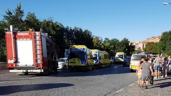 Un autobús urbano de Segovia pierde los frenos y atropella a cuatro personas que resultan heridas leves en la avenida Vía Roma