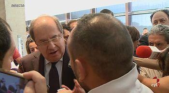 Un minero aborda a Herrera tras su investidura como presidente y le pide soluciones para el sector