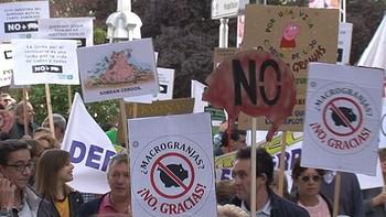 Cientos de personas protesta contra las macrogranjas en Zamora para evitar ser un 'vertedero de purines'