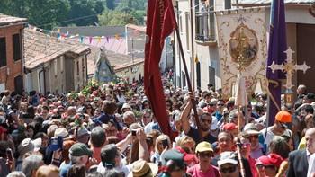 Miles de personas participan en la romer�a de la Virgen de la Concha a La Hiniesta