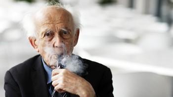 Muere el filósofo Zygmunt Bauman, creador del concepto de 'modernidad líquida'