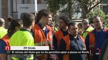 Alumnos de FP Dual se concentran a las puertas de los talleres de Renfe en Valladolid